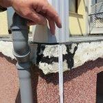 Mangelhaft reparierte Betonausbrüche im Kantenbereich vor der Sanierung.