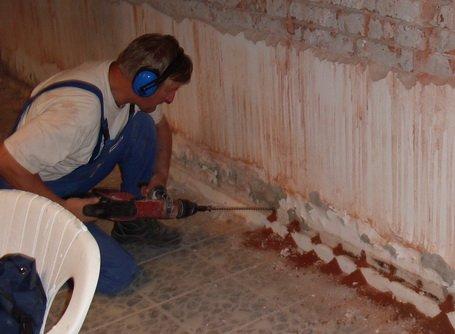Bauwerkstrockenlegung von Innen durch Bohrungen